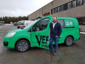 Daglig leder Hans Otto Veflen før uttesting av bilparkens nytilkomst.