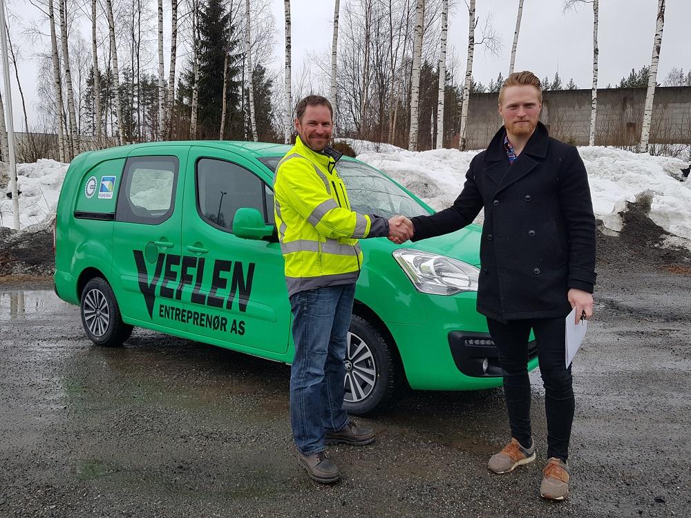 Veflen Entreprenør AS ved Kjetil Hansen overtar vår nye Peugeot Partner.